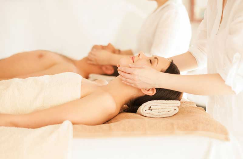 (Hydromassage + 2 massage with oil or cream for 45 minutes) / Price: 100 €