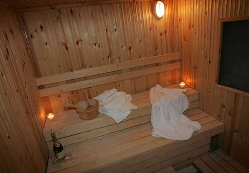 (Hydromassage + sauna + hammam + 2 massages after your choice of 60 minutes) / Price: 150 €