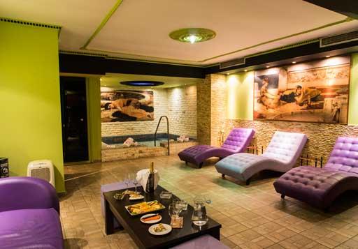 (Hydromassage + sauna + hammam + 2 massage with oil or cream for 45 minutes) / Price: 120 €